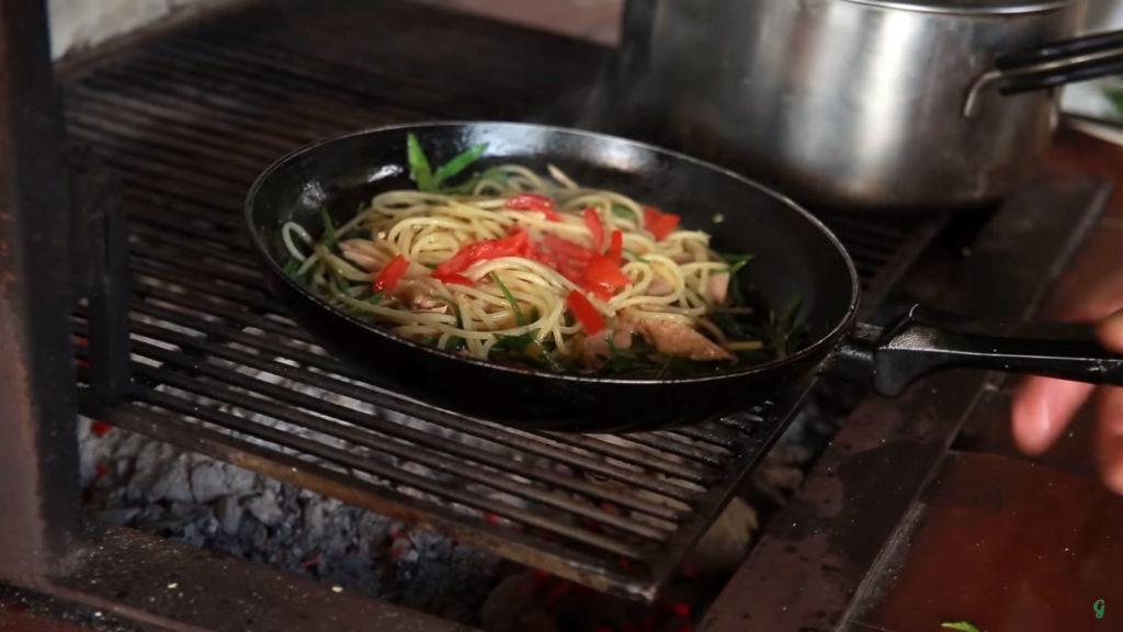 Спагетти с тунцом (Spaghetti al Tonno) - добавляем помидоры