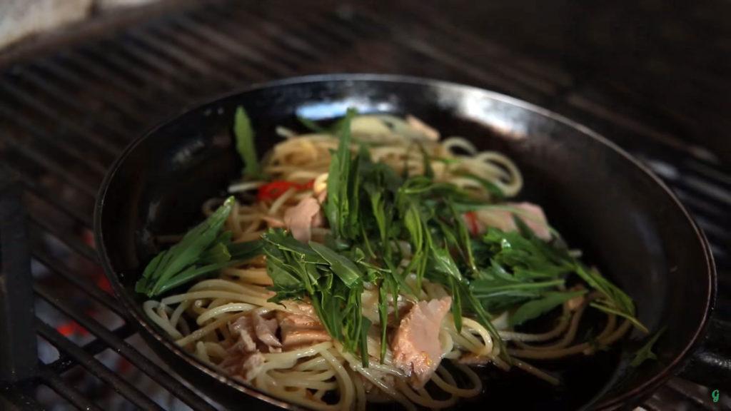 Спагетти с тунцом (Spaghetti al Tonno) - добавляем рукколу